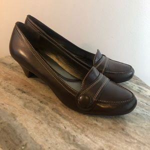 Naturalizer size 9.5 brown pumps leather
